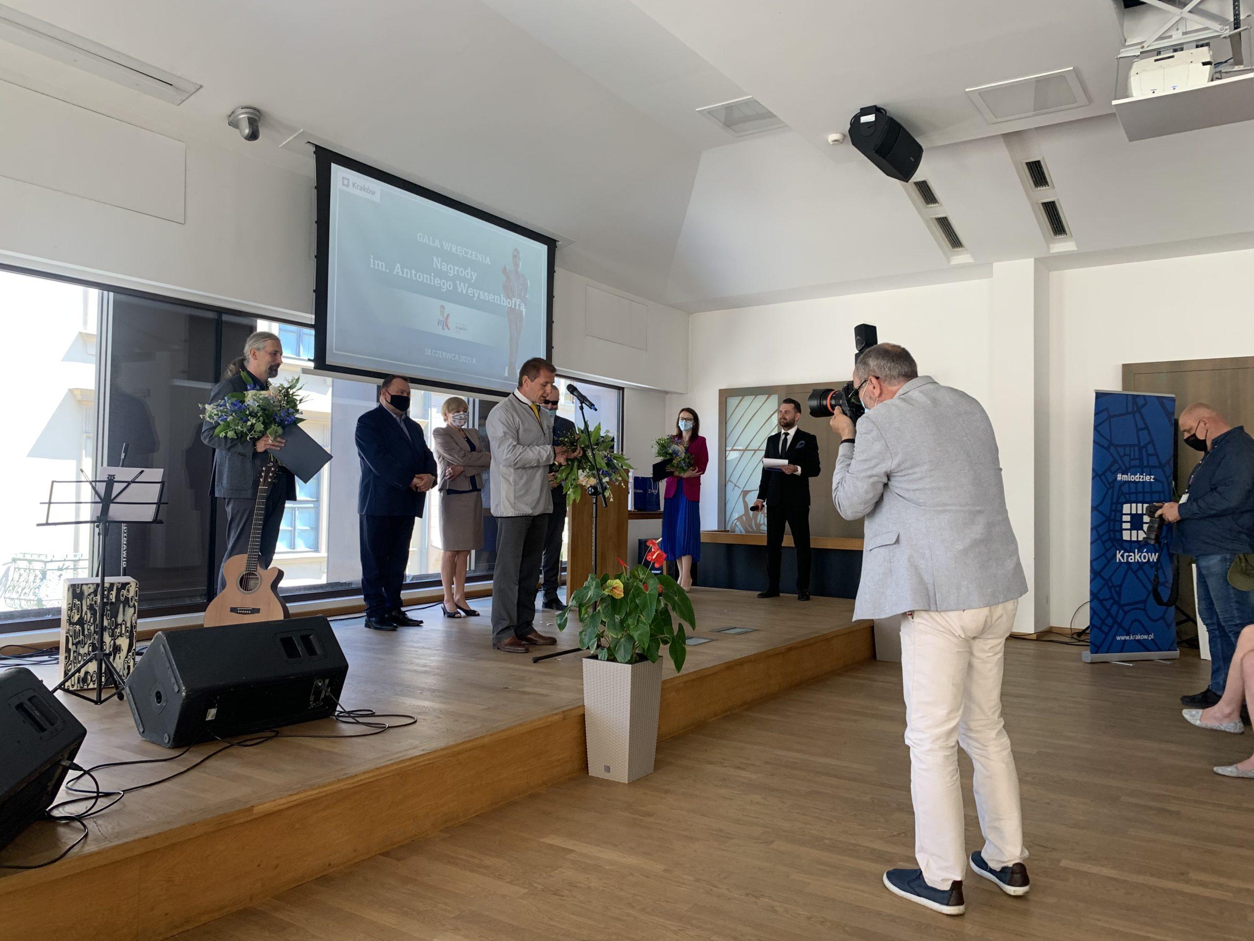 Laureaci Nagrody odbierają nagrody im. Antoniego Weyssenhoffa.